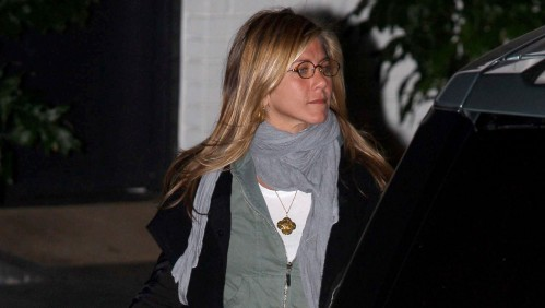 Jennifer Aniston leaves Cox's house