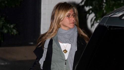 Jennifer Aniston leaves Cox's house