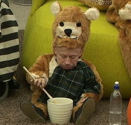 Verne Troyer eats honey