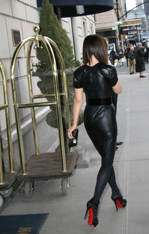 kate beckinsale leather 03