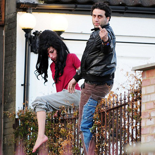 Amy Winehouse fence climbing