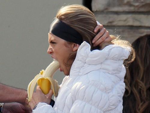 AnnaLynne McCord banana practice