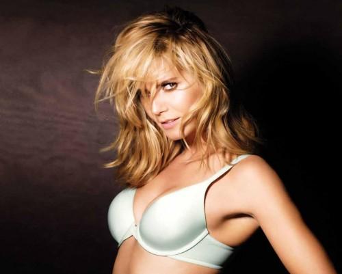 Heidi Klum models Perfect On bra