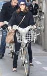 jessica alba bike 01