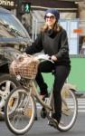 jessica alba bike 02