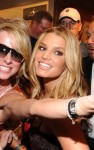 jessica simpson signs 10