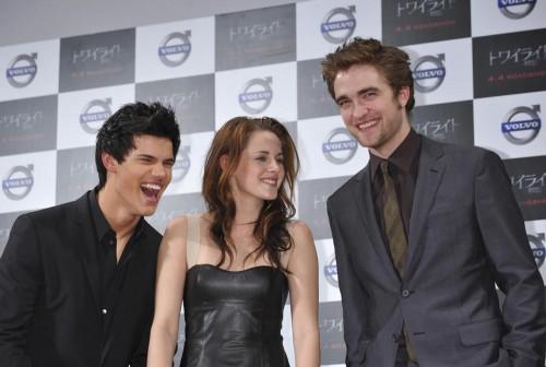 Robert Pattinson does press