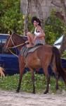 amy winehouse horse 05