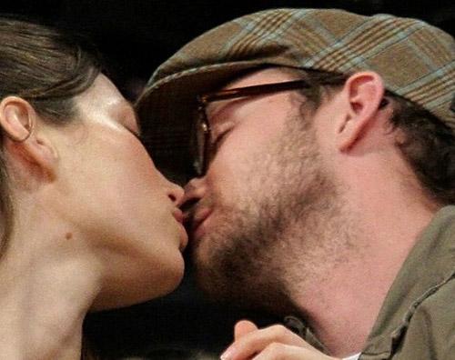 justin timberlake and jessica biel kissing. justin timberlake and jessica