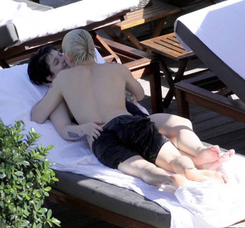 Kelly Osbourne offensive makeout session
