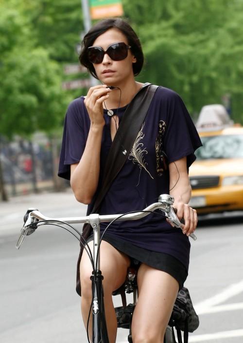 famke janssen bike 02