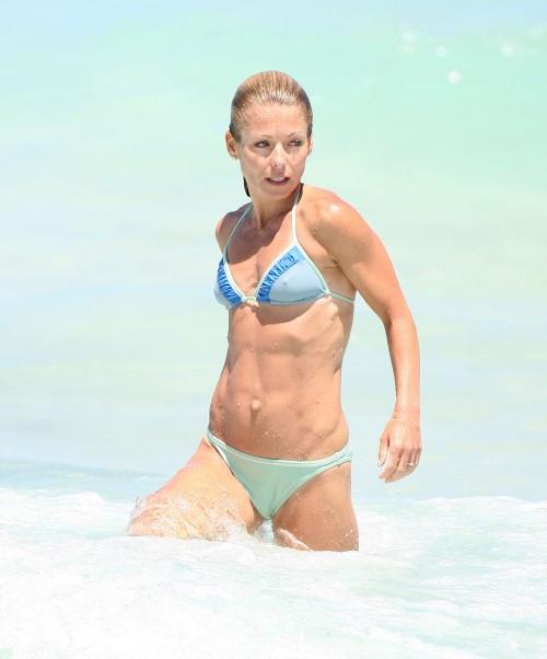 kelly ripa bikini1