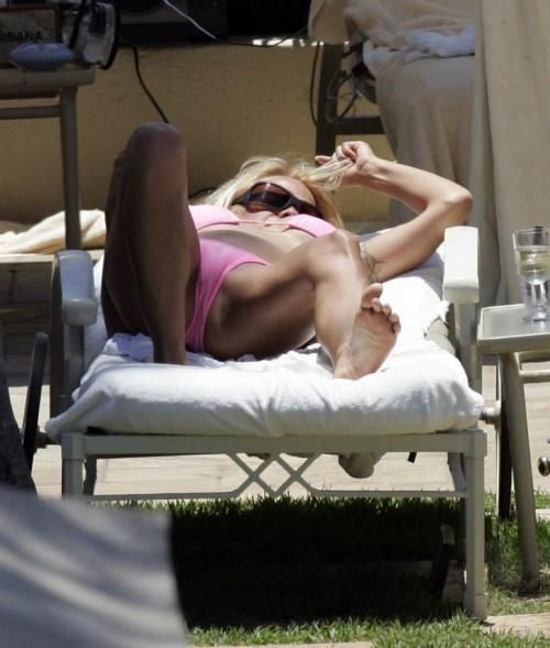 pamela anderson bikini 01