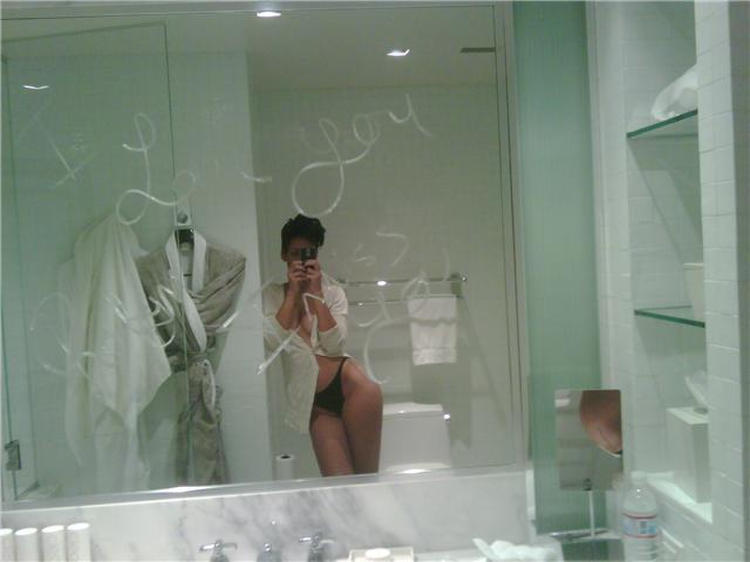 Rihanna sexy picture in mirror