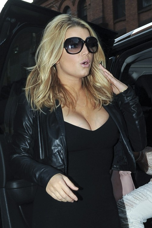 jessica simpson cleavage 06