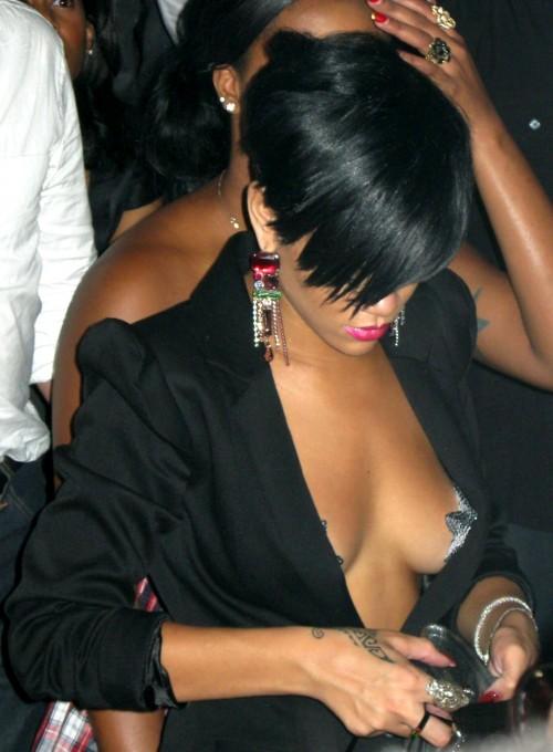 rihanna-tao-topless-08