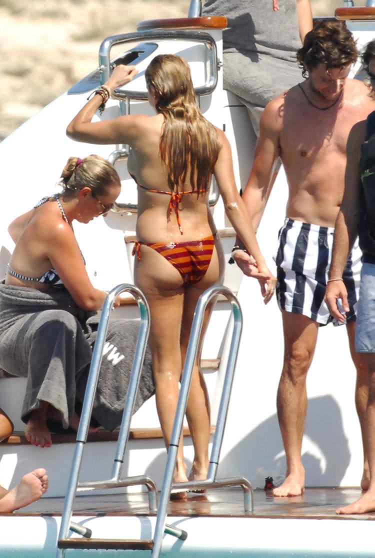 Opinion you paulina rubio bikini apologise, but