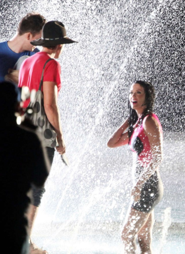 katy-perry-wet-07