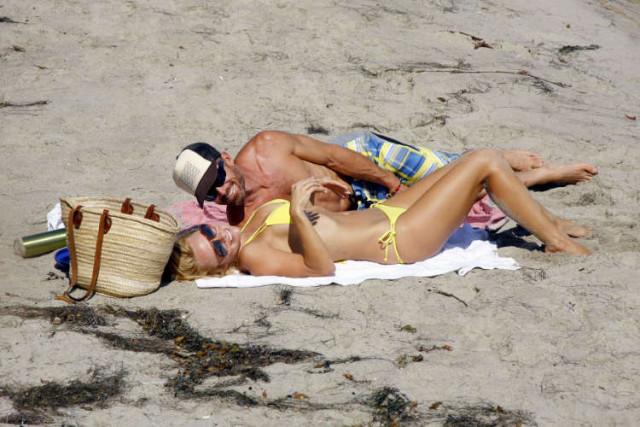 pamela-anderson-bikini1