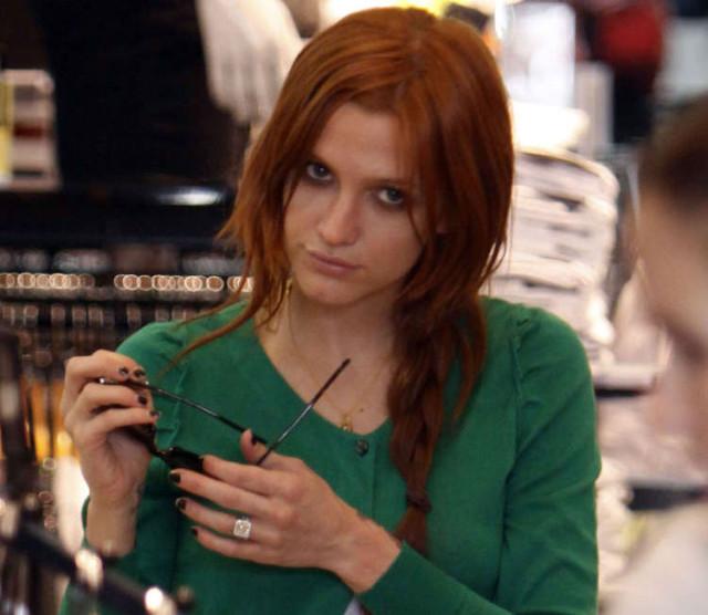 ashlee-simpson-shopping