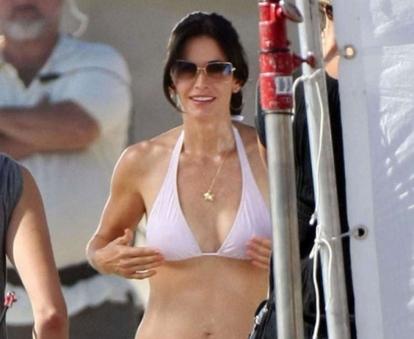 courtney-cox-bikini-600x492.jpg