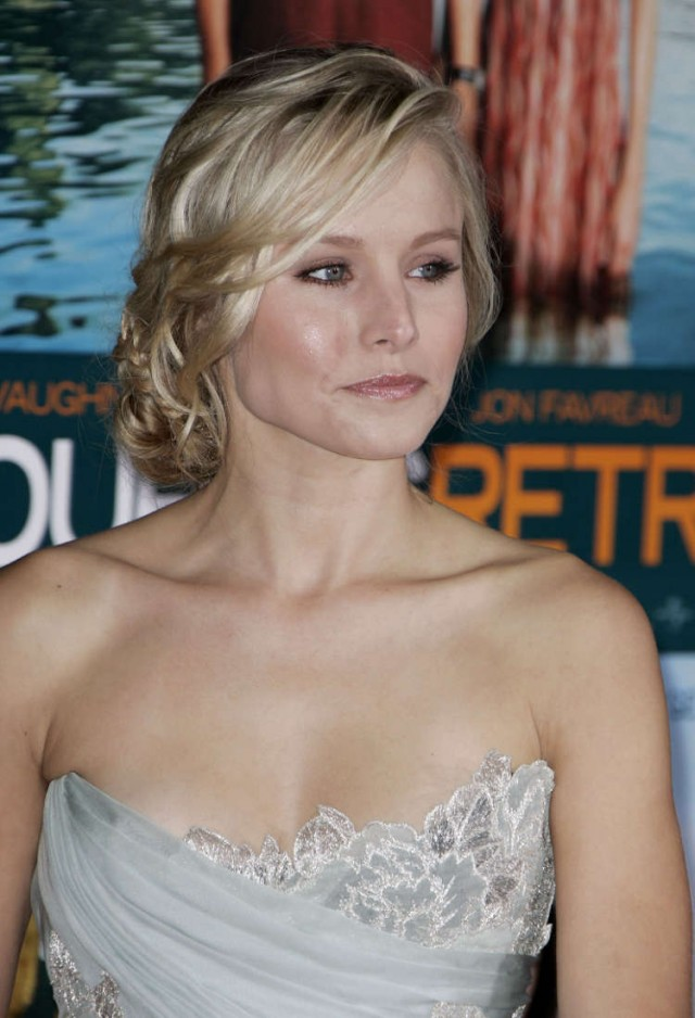 kristen-bell-couples-retreat-27