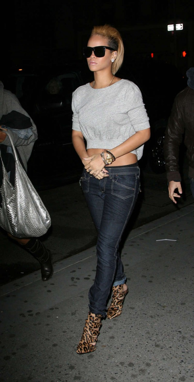 Rihanna-out-in-NYC-28