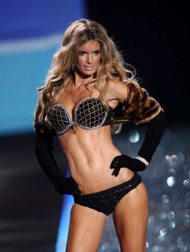 victorias-secret-fashion-show-2009-111