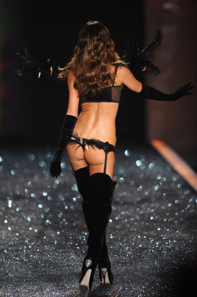 victorias-secret-fashion-show-2009-125