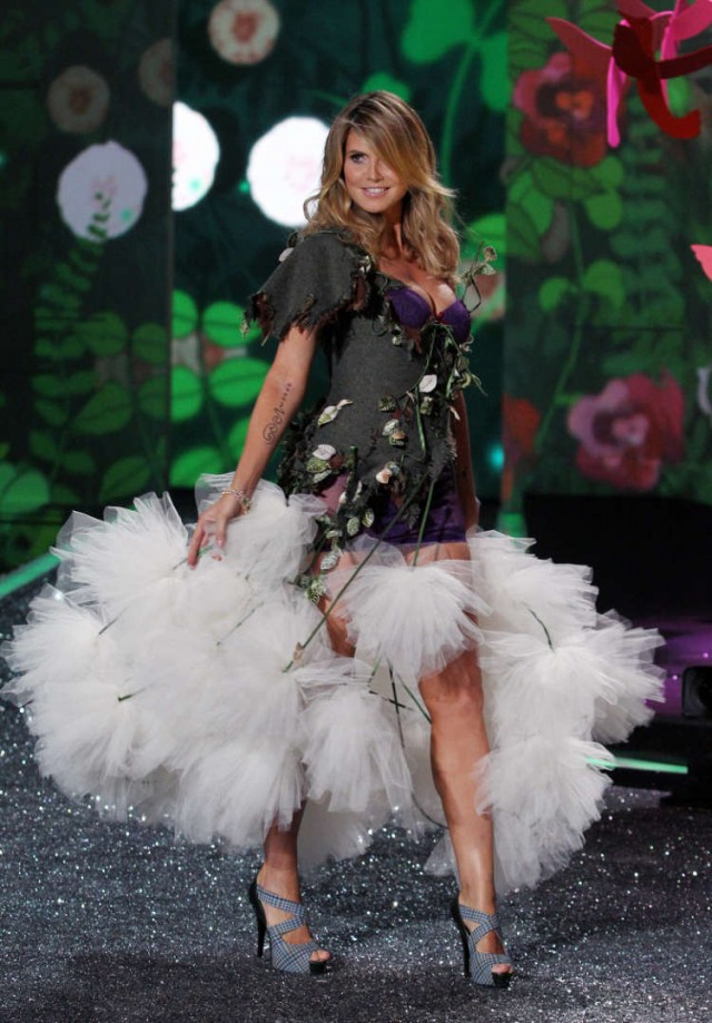 victorias-secret-fashion-show-2009-83