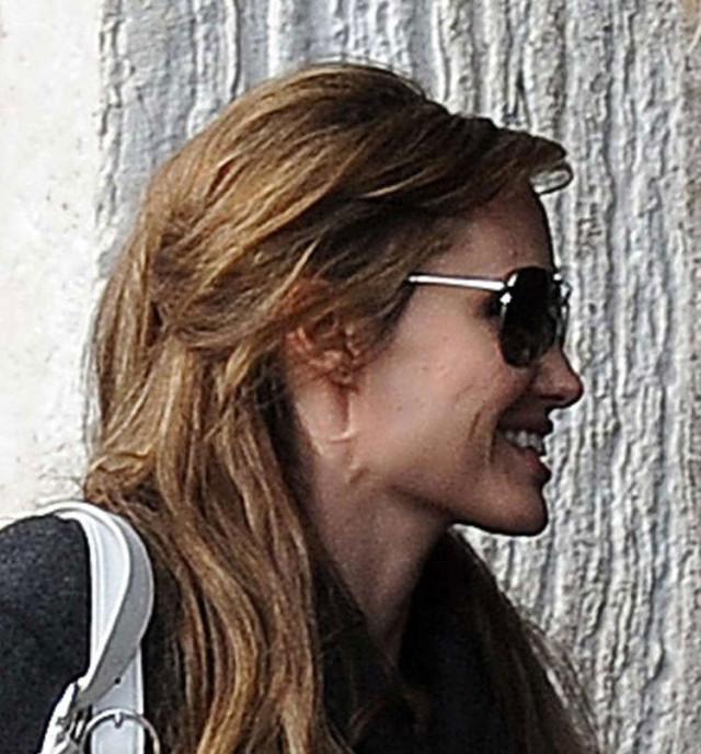 Breaking Angelina Jolies Neck The Blemish