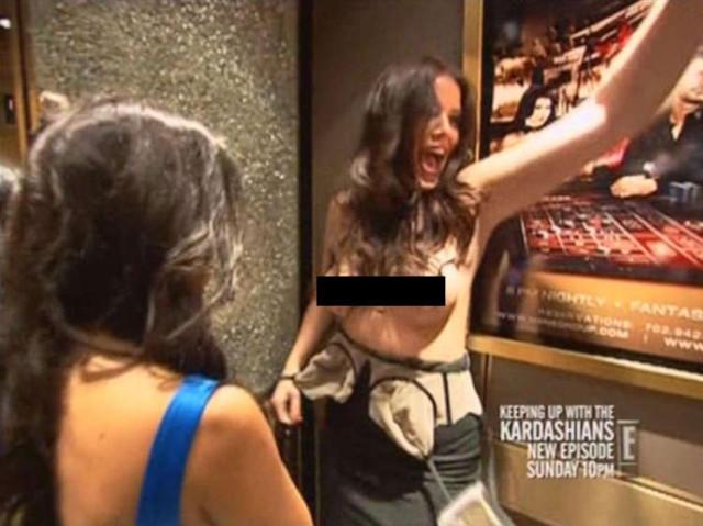 khloe-kardashian-topless