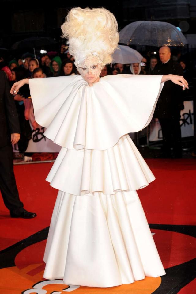 lady-gaga-brit-awards-13 | 58498 | Photos | The Blemish: http://theblemish.com/2010/02/lady-gaga-and-her-vagina-show-up-at-the-brit-awards/lady-gaga-brit-awards-13/