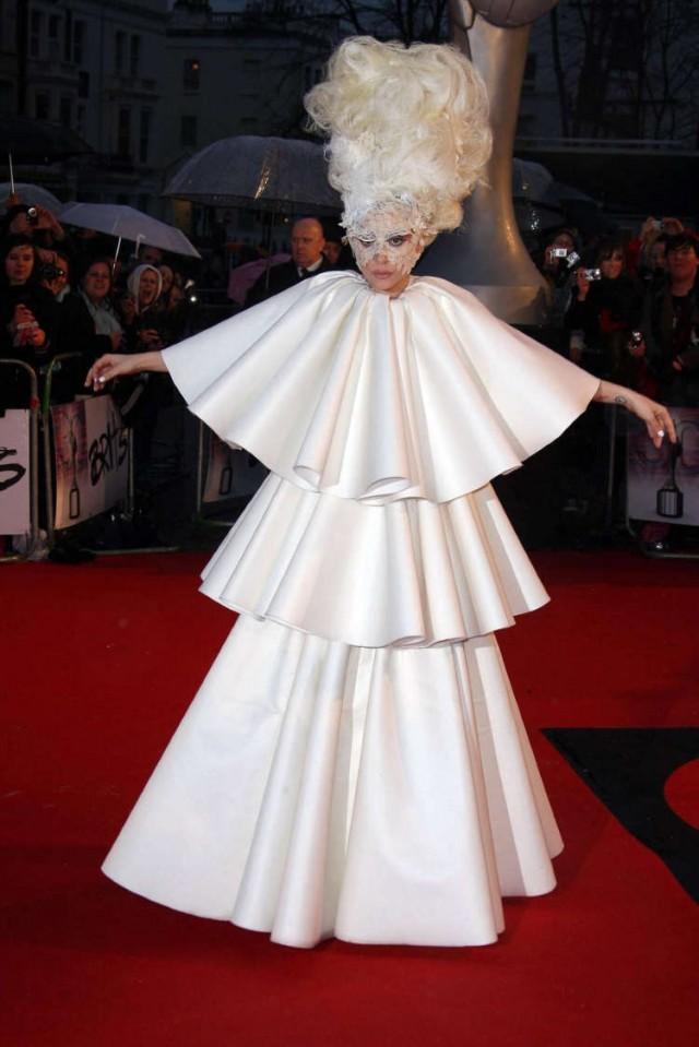 lady-gaga-brit-awards-25 | 58510 | Photos | The Blemish: http://theblemish.com/2010/02/lady-gaga-and-her-vagina-show-up-at-the-brit-awards/lady-gaga-brit-awards-25/