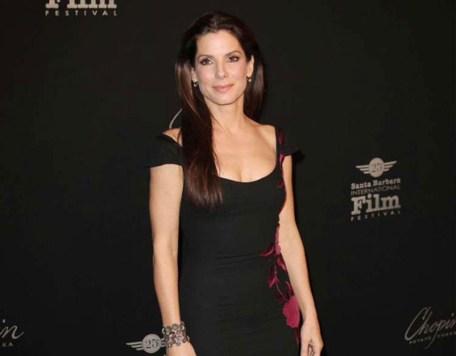 Sandra Bullock In Pain After Cutting And Dying Her Pubic