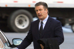 alec-baldwin-apartment-hunting