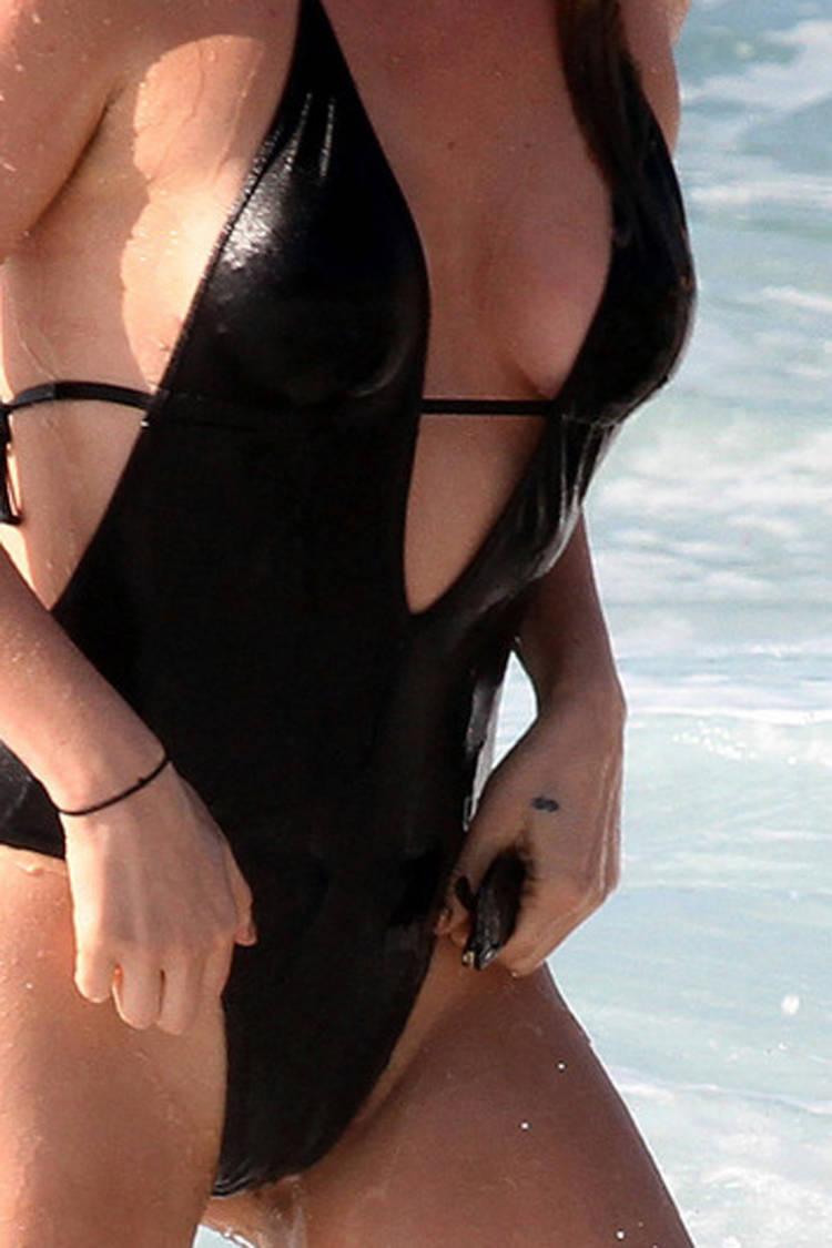 kesha-bathing-suit-02 | 62021 | Photos | The Blemish  kesha-bathing-s...