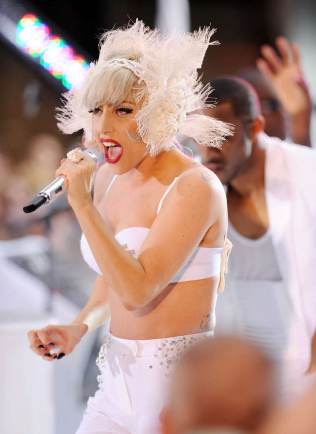 Lady Gaga Gives NY A Grand Performance During Humid Rainy Weather!