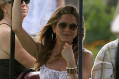 jennier-aniston-cart