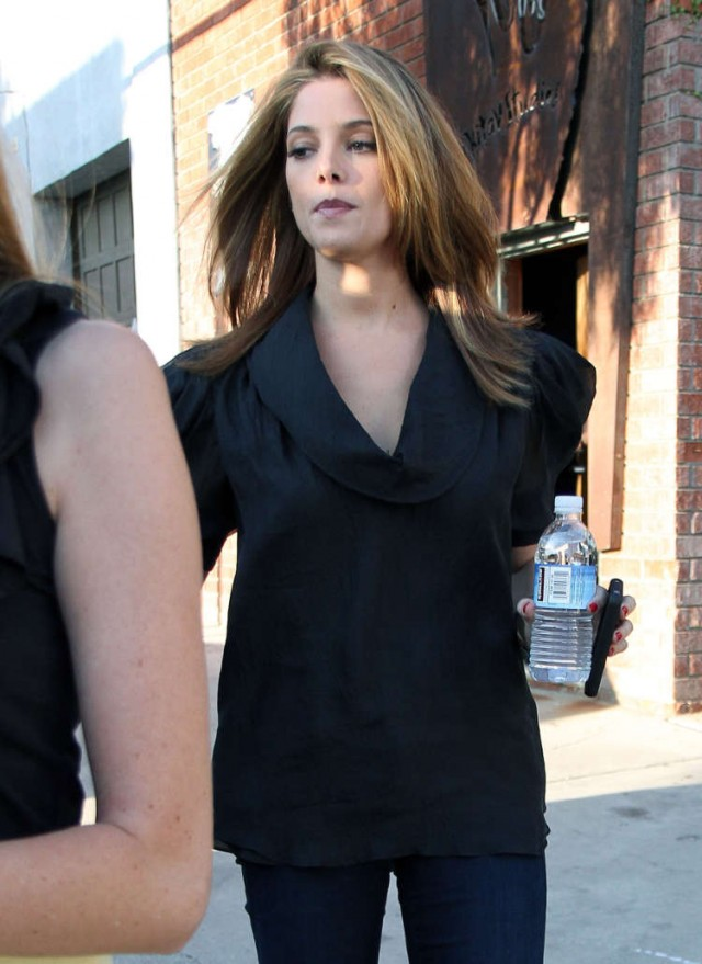 images of Ashley Greene Steps Out In Los Angeles 76508 Photos The