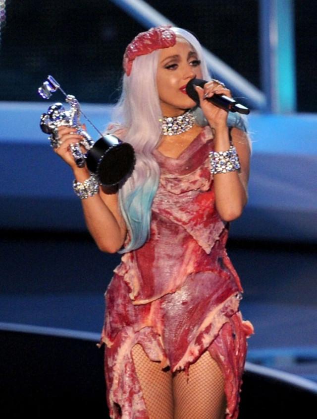 Леди гага платье из мяса