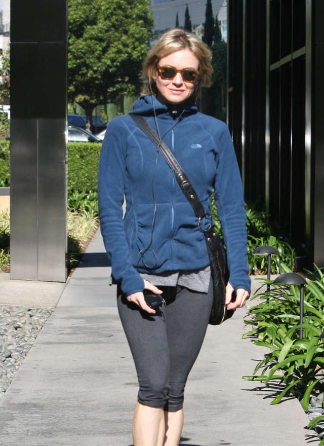 Renee Zellweger Has A Camel Toe Problem!