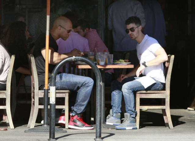 Joe Jonas Lunch Date With His Trainer