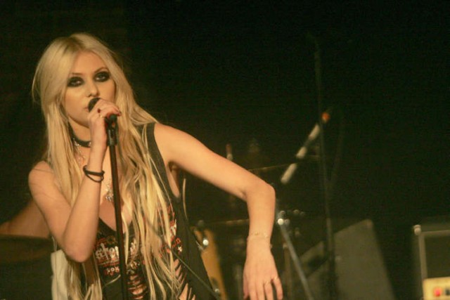 Taylor Momsen Brings The Tough To Paris