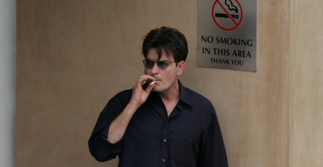 charlie-sheen-smoke