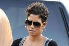 halle-berry-christmas
