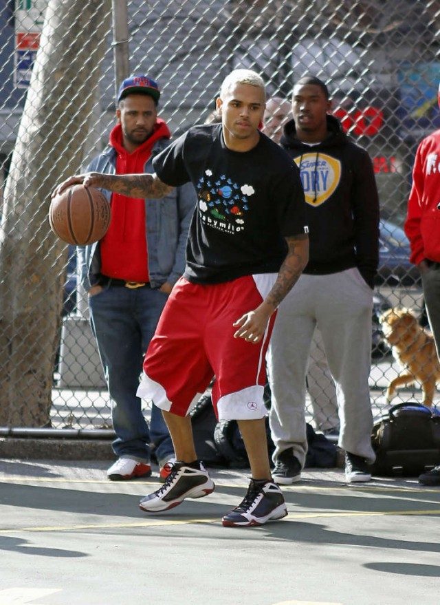 Chris Brown Plays Ball!