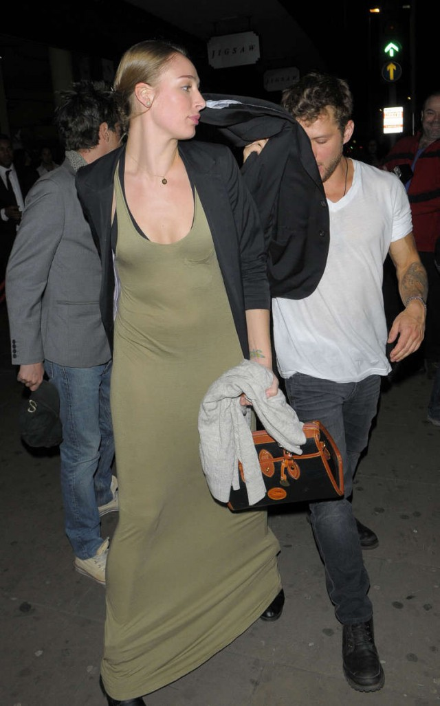 Ryan Phillippe, Amanda Seyfried And Rachel McDowell Rock Amika Nightclub!