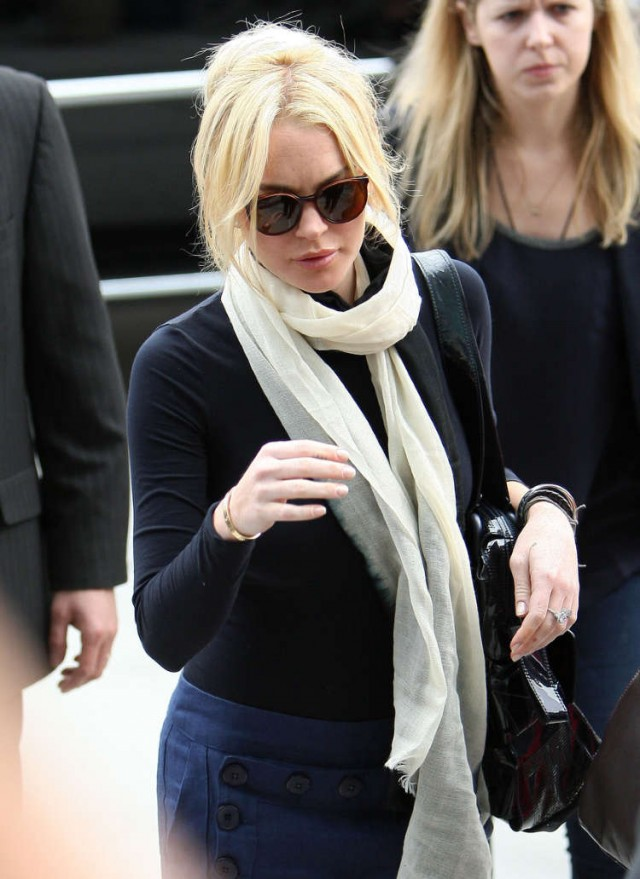 Weary Lindsay Lohan Arrives At Court