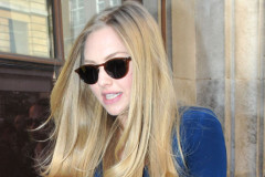 amanda-seyfried-out